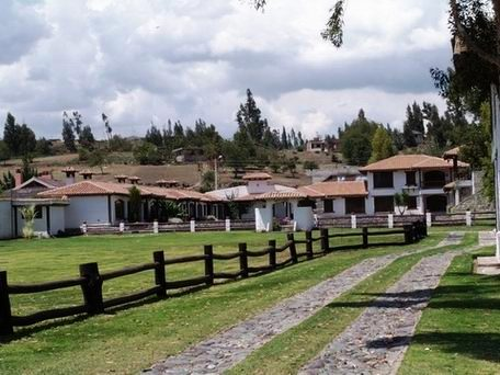 HOTEL HACIENDA ABRASCPUNGO _Chimbo -ALREDEDOR